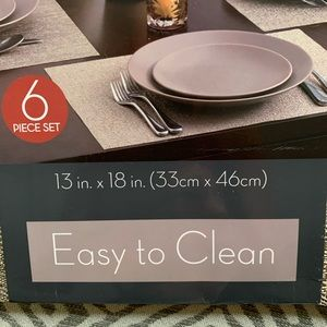 Placemats Easy to Clean 6 piece set NWT